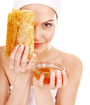 Women with honey comb